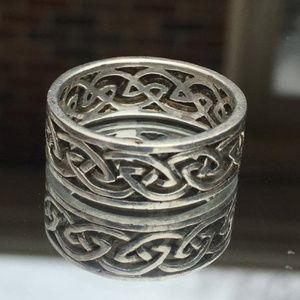 Pretty Celtic Interlace Style Sterling Silver Ring